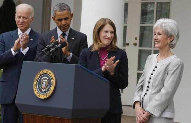 U.S. President Barack Obama (2nd L) applauds after announcing Director of the Office of Management and Budget Sylvia Mathews Burwell (2nd R) as his nominee to replace outgoing U.S. Secretary of Health and Human Services Kathleen Sebelius (R), during a ceremony in the Rose Garden of the White House in Washington, April 11, 2014. REUTERS/Larry Downing