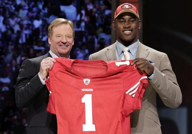 Defensive end Aldon Smith of the University of Missouri stands with NFL Commissioner Roger Goodell after being selected as the seventh overall pick by the San Francisco 49ers in the 2011 NFL football Draft in New York, April 28, 2011. REUTERS/Brendan McDermid