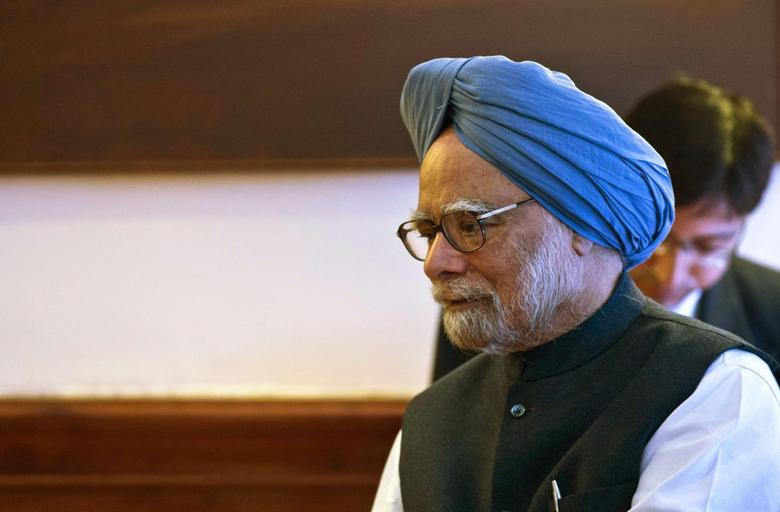 India's Prime Minister Manmohan Singh talks to Lesotho's Prime Minister Tom Thabane (not pictured) during a meeting in New Delhi March 11, 2014. REUTERS/Prakash Singh/Pool