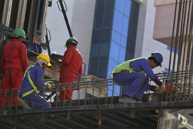 Foreign labourers work at the construction site of a building in Riyadh November 27, 2013. REUTERS/Faisal Al Nasser