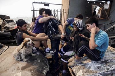 As fires die down, Chileans return to ravaged Valparai...