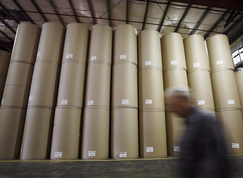 Reels of recyled paper are senn at the Pratt Industries corrugated box facility in the borough of Staten Island in New York July 30, 2008. REUTERS/Shannon Stapleton