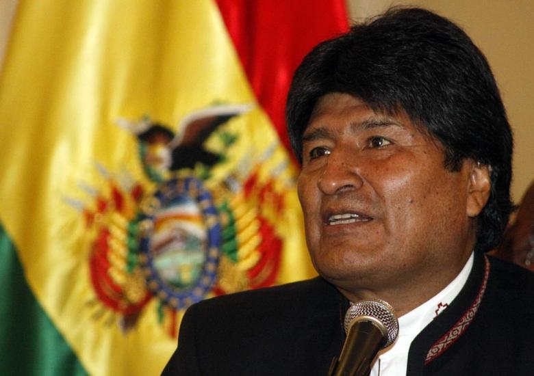 Bolivia's President Evo Morales speaks during a news conference at the presidential palace in La Paz April 3, 2014. REUTERS/ABI/Bolivian Presidency/Handout via Reuters