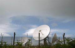 Unas antenas satelitales del puesto de la agencia de espionaje GCHQ en Cornwall, Inglaterra, jun 23 2013. Reino Unido dijo el martes que había elegido a un diplomático como jefe de la agencia de espionaje GCHQ, la cual ha sido objeto de escrutinio público debido a los documentos revelados por el ex analista estadounidense de seguridad Edward Snowden. REUTERS/Kieran Doherty