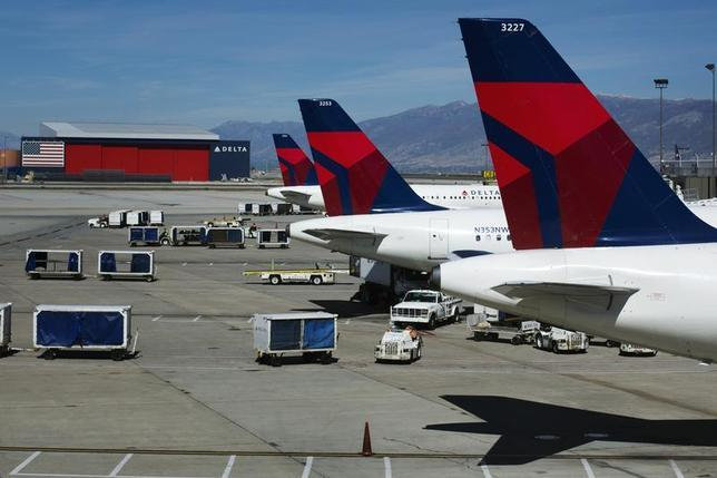 Delta planes line up at their gates while on the tarmac of Salt Lake City International Airport in Utah September 28, 2013. REUTERS/Lucas Jackson
