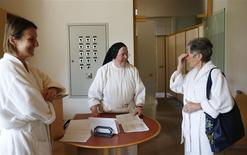 Sister Elisabeth (C) talks to guests at the abbey retreat in Marienkron April 11, 2014. REUTERS/Leonhard Foeger