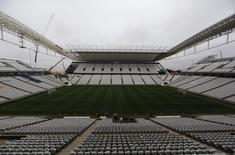 Vista geral da Arena Corinthians, entregue nesta terça-feira ao clube pela construtora Odebrecht, mas ainda incompleta para a abertura da Copa do Mundo. REUTERS/Nacho Doce