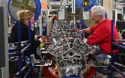 Empleados en línea de ensamblaje de Ford. Lima, Ohio, mar 28, 2014. La producción manufacturera de Estados Unidos aumentó por segundo mes consecutivo en marzo, en una señal de recuperación desde un largo invierno que había frenado la actividad. REUTERS/Aaron Josefczyk
