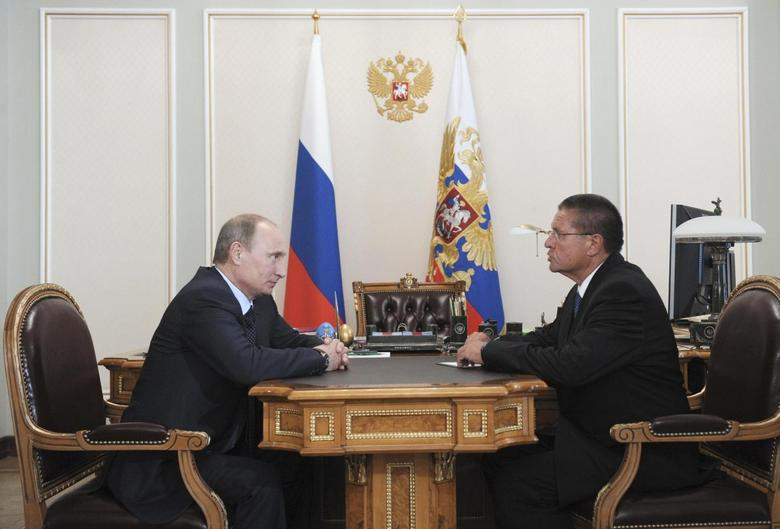 Russian President Vladimir Putin (L) speaks with Economy Minister Alexei Ulyukayev during their meeting in Novo-Ogaryovo, June 24, 2013. REUTERS/Alexei Nikolskyi/RIA Novosti/Kremlin