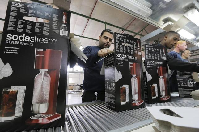 Employees pack boxes of the SodaStream product at the factory in the West Bank Jewish settlement of Maale Adumim January 28, 2014. REUTERS/Ammar Awad