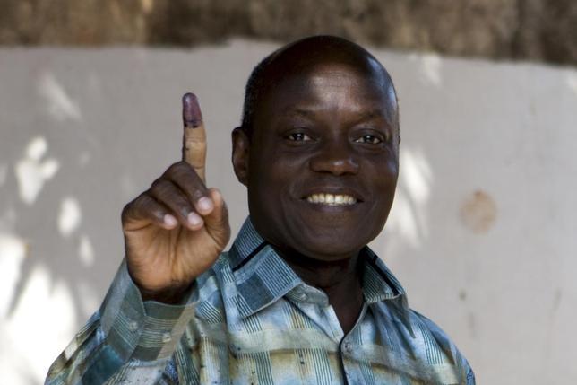 Presidential candidate Jose Mario Vaz shows his inked finger after voting in Bissau, Guinea-Bissau, April 13, 2014. REUTERS/Joe Penney