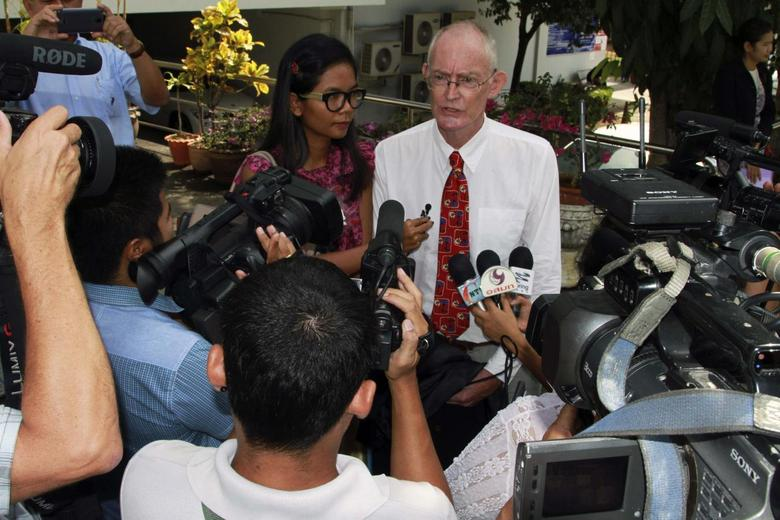 Alan Morison (R), an Australian, and Thai national Chutima Sidasathian, reporters for the Phuketwan news website, speak to media as they arrive to a criminal court in Phuket April 17, 2014. REUTERS/stringer