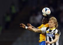 Juventus' Kwadwo Asamoah (L) jumps for the ball with Udinese's Dusan Basta during their Italian Serie A soccer match at the Friuli stadium in Udine April 14, 2014. REUTERS/Alessandro Garofalo