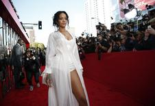 Singer Rihanna arrives at the 2014 MTV Movie Awards in Los Angeles, California April 13, 2014. REUTERS/Lucy Nicholson (UNITED STATES - Tags: Entertainment) (MTV-ARRIVALS) - RTR3L4JZ