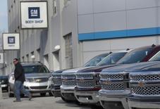 General Motors a annoncé une hausse de 2% de ses ventes mondiales au premier trimestre, la forte croissance du marché chinois ayant contrebalancé une baisse des livraisons dans les Amériques. /Photo prise le 1er avril 2014/REUTERS/Rebecca Cook