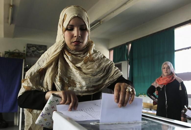 A woman casts her ballot during the presidential election in Algiers April 17, 2014. REUTERS/Louafi Larbi