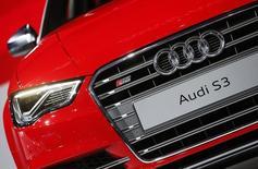 Audi espère vendre 500.000 voitures cette année en Chine, le premier marché automobile mondial, et y compter 500 concessions d'ici à 2017. /Photo d'archives/REUTERS/Lucy Nicholson