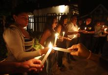 Residents light candles as they pay homage in front of the house of Colombian Nobel Prize laureate Gabriel Garcia Marquez in Aracataca April 17, 2014. REUTERS/ John Vizcaino