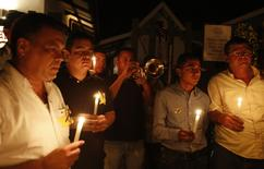 Residents hold lighted candles as they pay homage in front of the house of Colombian Nobel Prize laureate Gabriel Garcia Marquez in Aracataca April 17, 2014. REUTERS/ John Vizcaino