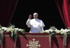 Pope Francis waves as he arrives to deliver the Urbi et Orbi (to the city and the world) benediction at the end of the Easter Mass in Saint Peter's Square at the Vatican April 20, 2014. REUTERS/Tony Gentile