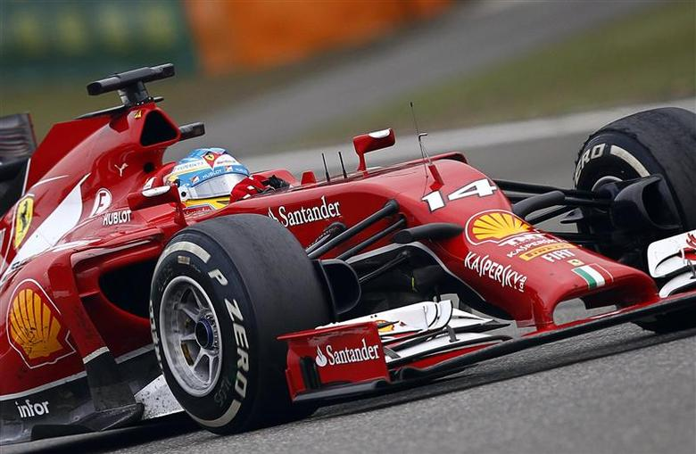 Ferrari Formula One driver Fernando Alonso of Spain drives during the Chinese F1 Grand Prix at the Shanghai International circuit, April 20, 2014. REUTERS/Carlos Barria