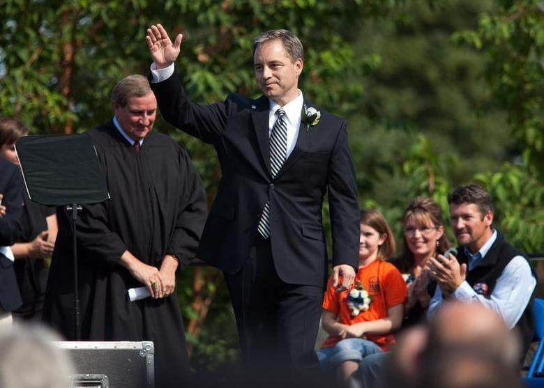 Alaska Governor Sean Parnell waves to crowd after being sworn in at the annual Governor's Picnic in Fairbanks, Alaska, July 26, 2009. REUTERS/Nathaniel Wilder