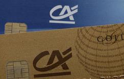 Le Crédit agricole est parvenu à un accord pour se désengager de la banque belge Crelan, une opération qui s'inscrit dans le cadre de la cession de ses activités non stratégiques. Le montant de la cession, qui devrait être effective en juin 2015, n'a pas été précisé. /Photo d'archives/REUTERS/Jacky Naegelen
