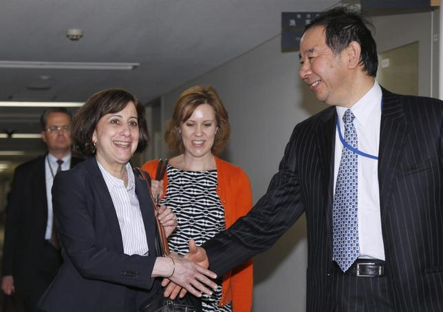 Acting Deputy U.S. Trade Representative Wendy Cutler (L) shakes hands with Japan's deputy chief negotiator Hiroshi Oe ahead of their meeting for the Trans-Pacific Partnership (TPP) free trade negotiation at the Foreign Ministry in Tokyo April 22, 2014. REUTERS/Shizuo Kambayashi/Pool
