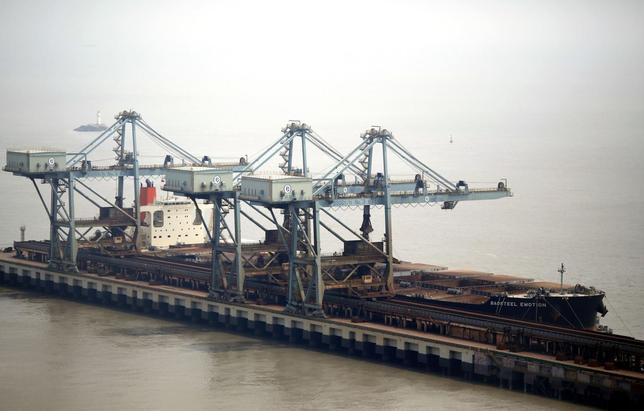 The Baosteel Emotion, a 226,434 deadweight-tonne ore carrier owned by Mitsui O.S.K. Lines, is docked at the port of Maji Island, south of Shanghai April 22, 2014. REUTERS/Carlos Barria