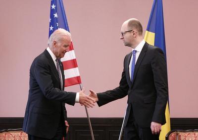 Biden offers Kiev U.S. help, condemns corruption