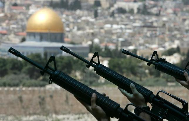 Israeli soldiers hold their rifles during a rehearsal for the Memorial Day ceremony at the military cemetery on the Mount of Olives in Jerusalem April 22, 2007. REUTERS/Ronen Zvulun