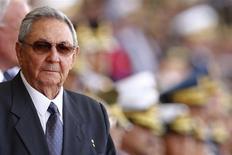 Cuba y los países acreedores del Club de París están trabajando para reanudar las negociaciones en torno a una deuda de miles de millones de dólares, en otra señal de que el Gobierno comunista está interesado en reinsertarse en la economía global. En la imagen, el presidente cubano, Raúl Castrol, en pasado 5 de marzo de 2014 en Caracas durante un homenaje a Hugo Chávez. REUTERS/Jorge Silva