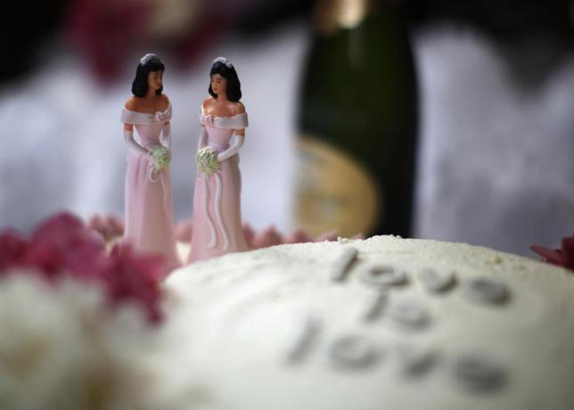 A wedding cake is seen at a reception for same-sex couples at The Abbey in West Hollywood, California, July 1, 2013. REUTERS/Lucy Nicholson