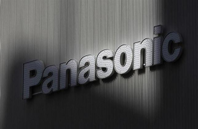 4月23日、パナソニックは、同社が運営する会員サイトにおいて、外部から不正アクセスがあり、7万8361件の顧客情報が閲覧された可能性があると発表した。写真は同社ロゴ。都内で2012年2月撮影(2014年 ロイター/Kim Kyung-Hoon)