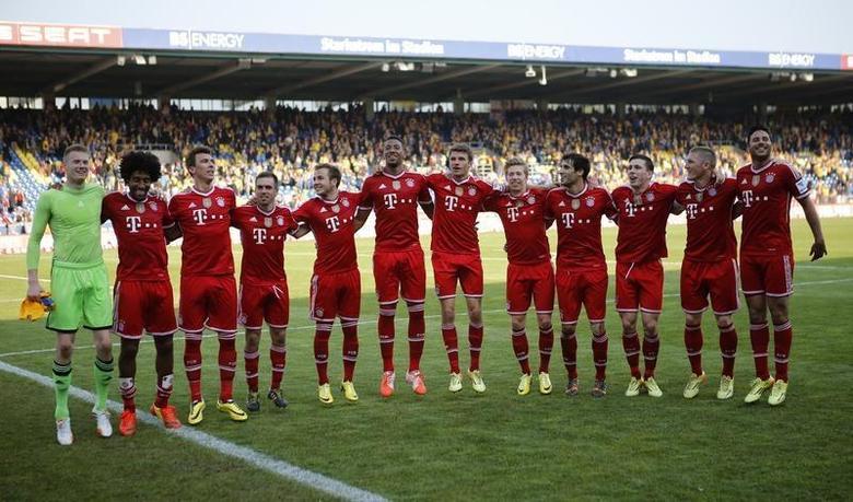 Bayern Munich players celebrate after their German first division Bundesliga soccer match against Eintracht Braunschweig in Berlin, April 19, 2014. REUTERS/Fabrizio Bensch
