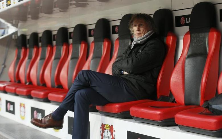 Gertjan Verbeek, coach of FC Nuremberg sits on the bench before his team's German first division Bundesliga soccer match against Bayer 04 Leverkusen in Leverkusen November 30, 2013. REUTERS/Wolfgang Rattay