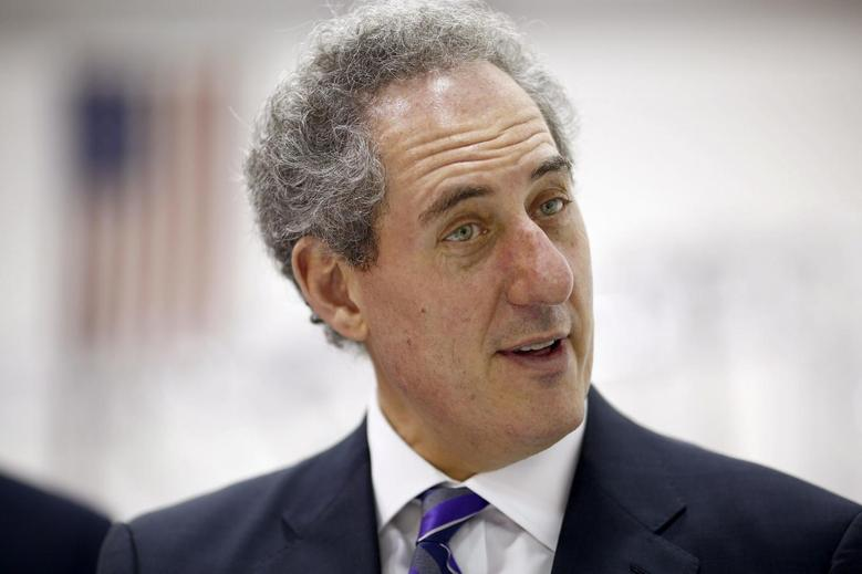 United States Trade Representative Michael Froman visits the new facility for Atlas Devices in Boston, Massachusetts, April 14, 2014. REUTERS/Dominick Reuter