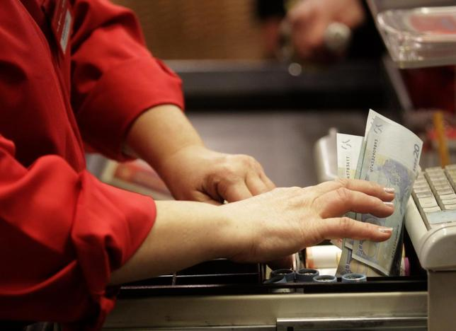 A cashier holds euro banknotes in Riga January 1, 2014. REUTERS Ints Kalnins