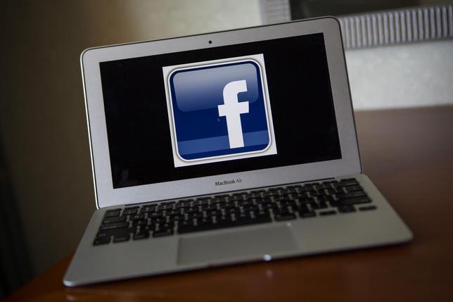A portrait of the Facebook logo in Ventura, California December 21, 2013. REUTERS/Eric Thayer
