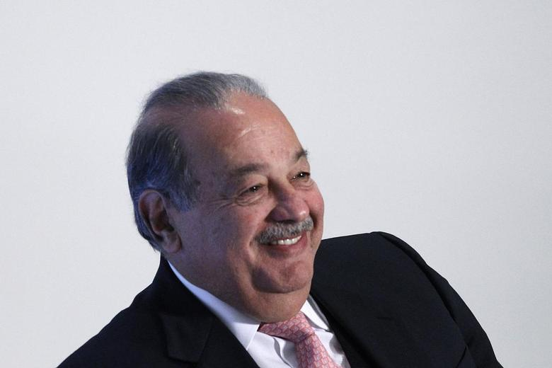 Mexican billionaire Carlos Slim smiles during the presentation of a digital platform to promote Mexico's natural heritage inside Soumaya museum in Mexico City December 2, 2013. REUTERS/Edgard Garrido