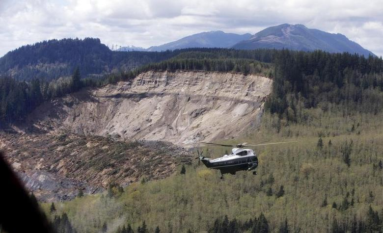 Marine One carrying U.S. President Barack Obama tours the mud slide damage in Oso, Washington, April 22, 2014. REUTERS/Carolyn Kaster/Pool