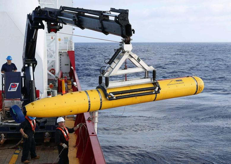 Crew aboard the Australian Defence Vessel Ocean Shield move the U.S. Navy's Bluefin-21 autonomous underwater vehicle into position for deployment in the southern Indian Ocean to look for the missing Malaysia Airlines flight MH370, April 14, 2014 in this handout picture released by the U.S. Navy. REUTERS/U.S. Navy photo by Mass Communication Specialist 1st Class Peter D. Blair/Handout via Reuters