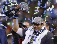 Seattle Seahawks quarterback Russell Wilson holds up the Vince Lombardi Trophy after the Seahawks defeated the Denver Broncos in the NFL Super Bowl XLVIII football game in East Rutherford, New Jersey, February 2, 2014. REUTERS/Shannon Stapleton