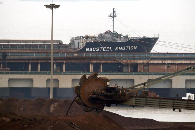 The Baosteel Emotion, a 226,434 deadweight-ton ore carrier owned by Mitsui O.S.K. Lines, is docked at the port of Maji Island, south of Shanghai April 22, 2014. REUTERS/Carlos Barria
