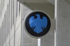 """Una sucursal del banco Barclays en Londres, oct 30 2013. Barclays Plc dijo que su banca de inversión tuvo una caída """"significativa"""" en las ganancias de su negocio clave de renta fija en el primer trimestre, siguiendo con el desaceleramiento visto en toda la industria el año pasado. REUTERS/Toby Melville"""