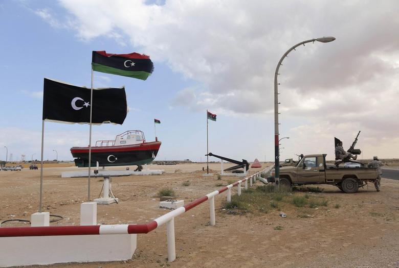 Rebels under Ibrahim Jathran guard the entrance of Es Sider port in Ras Lanuf March 11, 2014. REUTERS/Esam Omran Al-Fetori