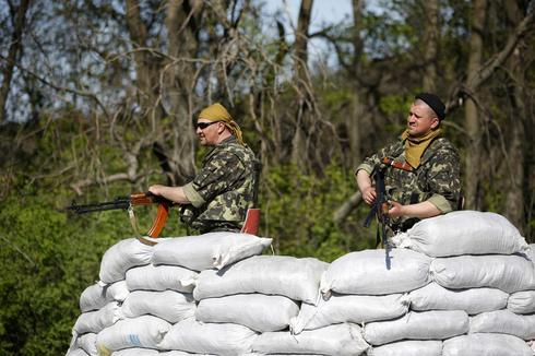 Ukraine forces kill up to five rebels; Russia starts drill near border