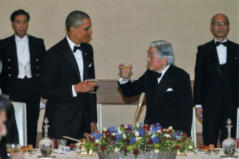 U.S. President Barack Obama (2nd L) and Japan's Emperor Akihito (2nd R) offer toasts to each other during the Japan State Dinner at the Imperial Palace in Tokyo, April 24, 2014, in this handout photo released by the Imperial Household Agency of Japan. REUTERS/Imperial Household Agency of Japan/Handout via Reuters