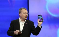 """Stephen Elop, vice president of Nokia, gestures while introducing the Nokia Lumia 930 mobile phone during Microsoft's """"build"""" conference in San Francisco, California April 2, 2014. REUTERS/Robert Galbraith"""