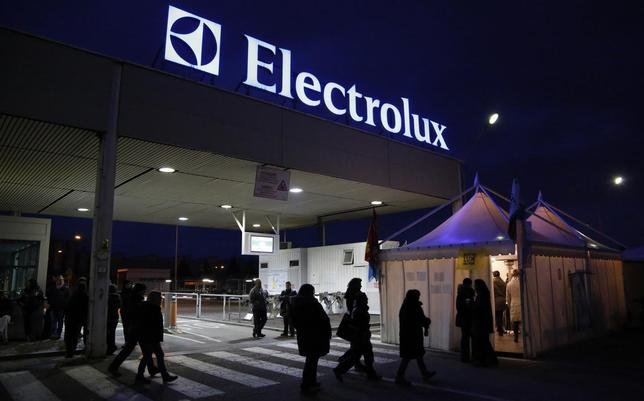 Electrolux factory workers join the union-led protest outside a factory in Porcia, northern Italy, February 28, 2014. REUTERS/Stefano Rellandini